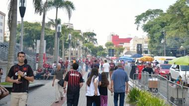 Comienza la fiesta en el estadio de Curitiba