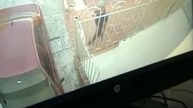 Hombre que roba carro en parqueadero del barrio Recreo queda grabado en cámara