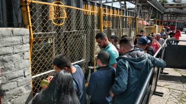 En video | Hinchas de Junior en Bogotá buscan entradas para la final ante Pasto