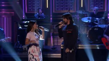 Juanes y Alessia durante su presentación en el Show de Jimmy Fallon
