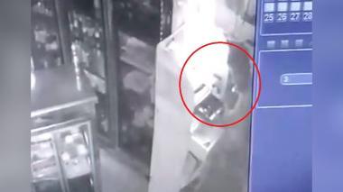En video | Quedó registrado por cámara de seguridad cuando robaba en panadería de San Felipe