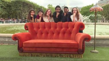 En video   Llega a París el icónico sofá de 'Friends'