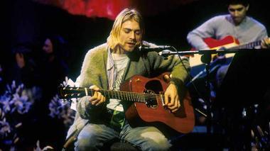 En video | Subastan en Nueva York el saco de lana que Kurt Cobain usó en el Unplugged