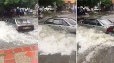 En video | Carro queda atrapado en arroyo en el barrio Los Andes