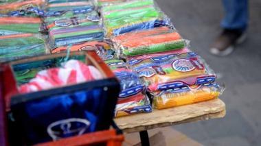 En video   Comerciantes con el ánimo arriba pese a ventas flojas por Noche de Velitas
