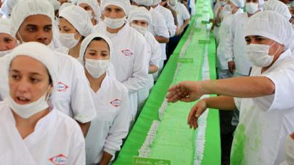 Colombia gana Récord Guinness por el pastel más largo del mundo