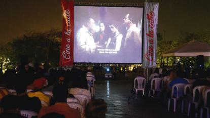 Las 500 sillas que colocó Cine a la Calle no fueron suficientes para acomodar a los espectadores que llegaron el sábado para disfrutar de la clausura de la edición XIV.