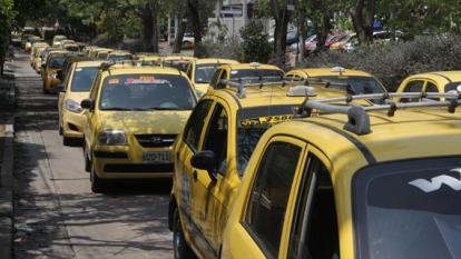 Con bloqueos, taxistas en Barranquilla exigen realización de censo