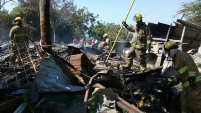 Los bomberos atendieron la emergencia este sábado en Me Quejo.