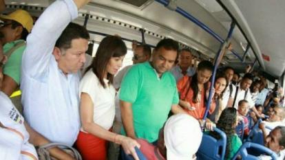 Ministra de Transporte y Alcalde de Cartagena recorren estaciones de Transcaribe