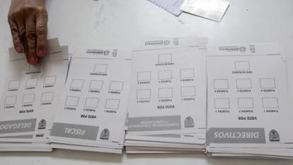 Tarjetones usados durante las votaciones.