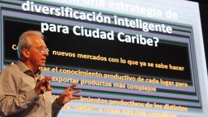 Eduardo Lora, investigador de la Universidad de Harvard, durante su exposición de ayer ante empresarios.