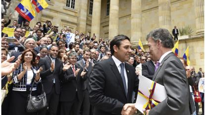 """Santos decreta """"cese al fuego definitivo"""""""