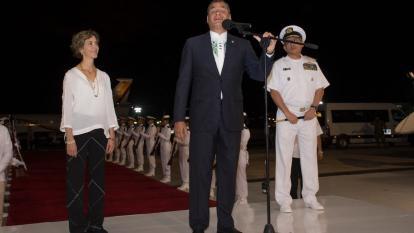 Santos tiene razón al no iniciar diálogos con ELN: Correa