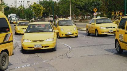 Taxistas rechazan acciones violentas en contra de Uber
