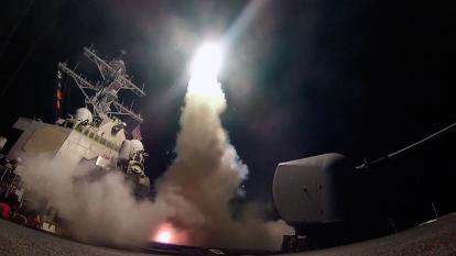 Las Fuerzas militares de EEUU lanzaron 59 misiles crucero Tomahawk contra un aeródromo en Siria.