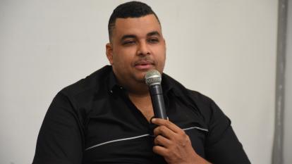 Con anécdotas y canciones, Rolando Ochoa presenta 'Sin Limites'