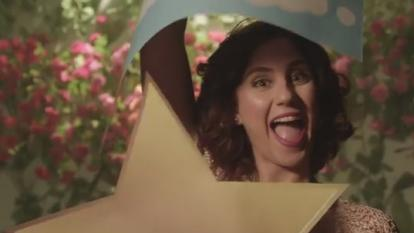 Captura del videoclip 'Los colores de tu amor'.
