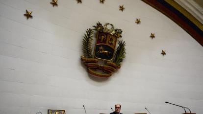 """Parlamento de Venezuela denuncia """"asalto"""" de constituyentes a salón de sesiones"""