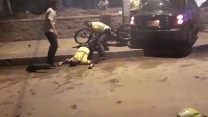 Conductor ebrio arrolla a tres agentes