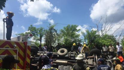 Bomberos llegaron a atender la emergencia ocurrida en la vuelta a Macario en Tubará