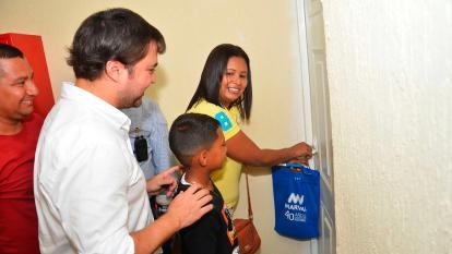 Ministro Pumarejo entrega viviendas del  Portal de los Manantiales, en Soledad