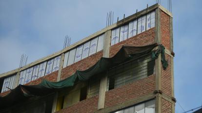 Edificio de 1,2 m de ancho y siete pisos, monumento a la inseguridad en Lima