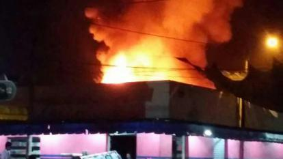 Incendio consumió almacén en el mercado de Pivijay