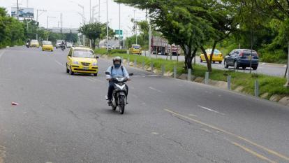 Vehículos transitan por la carrera 38 con Avenida Circunvalar, vía de mayor accidentalidad.