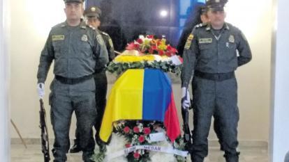 El cuerpo de Kemel de Jesús Cervantes Ocampo fue homenajeado con honores  por parte de sus compañeros de la Policía durante la velación.