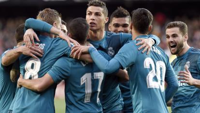 Cristiano Ronaldo celebrando junto a sus compañeros