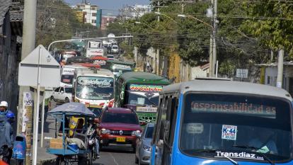 Algunas rutas de servicio público que bajan por la carrera 44 de Barranquilla.