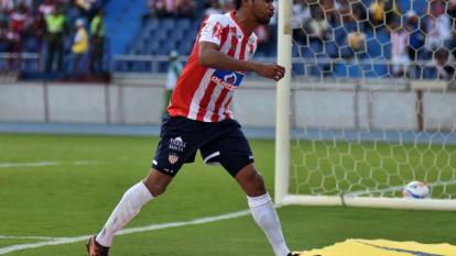 Luis Carlos Ruiz tampoco tuvo suerte de cara al arco frente a Envigado FC.