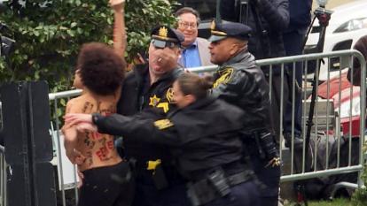 Segundo juicio contra Bill Cosby inicia con protesta feminista