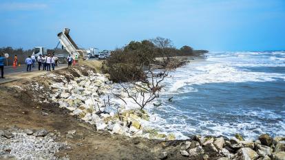 El mar sigue arreciando en el km 19, sin soluciones por parte de la Anla