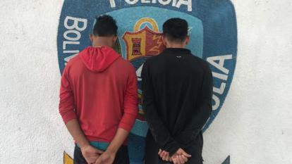Los dos detenidos en la foto de reseña para las autoridades venezolanas.