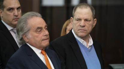 """""""El primer paso en su descenso al infierno"""": las reacciones al arresto de Harvey Weinstein"""