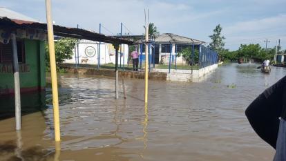 Las calles del corregimiento El Cerrito se encuentran completamente inundadas.