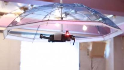 Con el dron-sombrilla ahora es posible ir siempre por la sombra