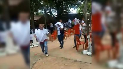 Momentos del ataque de abejas africanizadas en La Loma, Cesar.