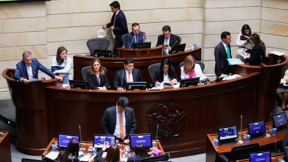 Uribismo tendría la dirección de Senado y liberales de la Cámara