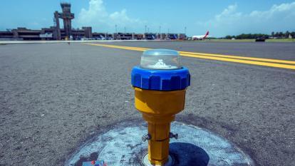 Sistema de balizamiento de la pista del Aeropuerto Internacional Ernesto Cortissoz de Barranquilla.