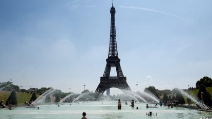 Empleados de la Torre Eiffel amenazan con paro