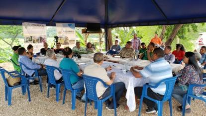 """Gobernador de La Guajira dice estar """"comprometido"""" con la reincorporación"""