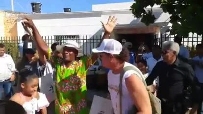 En video   Carlos Vives se tomó el barrio Pescaíto en Santa Marta y se la gozó