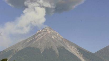 Volcán de Fuego en Guatemala vuelve a entrar en erupción