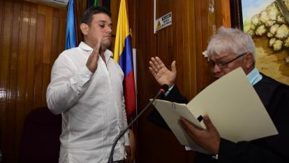 Alcalde electo de Riohacha, Juan Carlos Suaza, durante su posesión.
