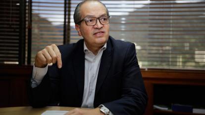 El procurador Fernando Carrillo durante la entrevista.