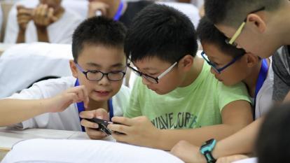 ¿Cuál es la edad para que un niño tenga su primer celular? Esto dicen los expertos