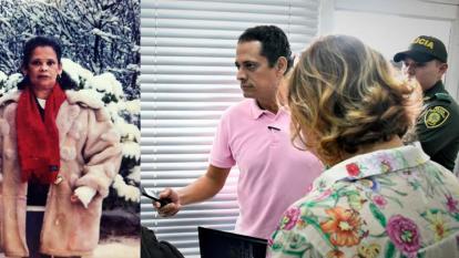 Carlos Ariza, hijo de Yadira Martínez Gutiérrez (recuadro), se hizo presente en la audiencia.